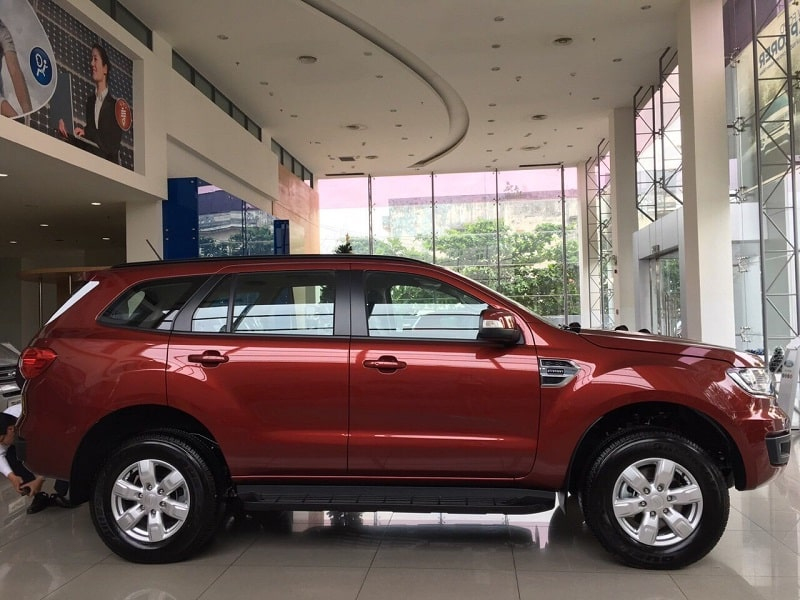 chieu dai ford everest ambiente so san 2019 - Mua xe 7 chỗ chạy dịch vụ: Chọn Everest Ambiente MT hay Fortuner số sàn?