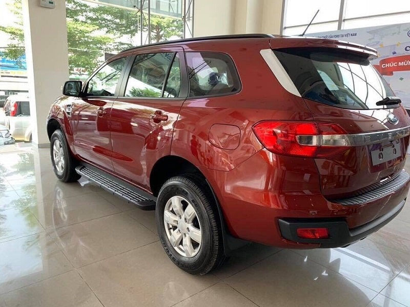 duoi xe ford everest ambiente so san 2019 - Mua xe 7 chỗ chạy dịch vụ: Chọn Everest Ambiente MT hay Fortuner số sàn?