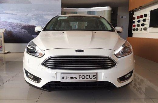 focus khuyến mãi màu trắng - Giá xe Ford Focus tháng 9/2019 kèm khuyến mãi