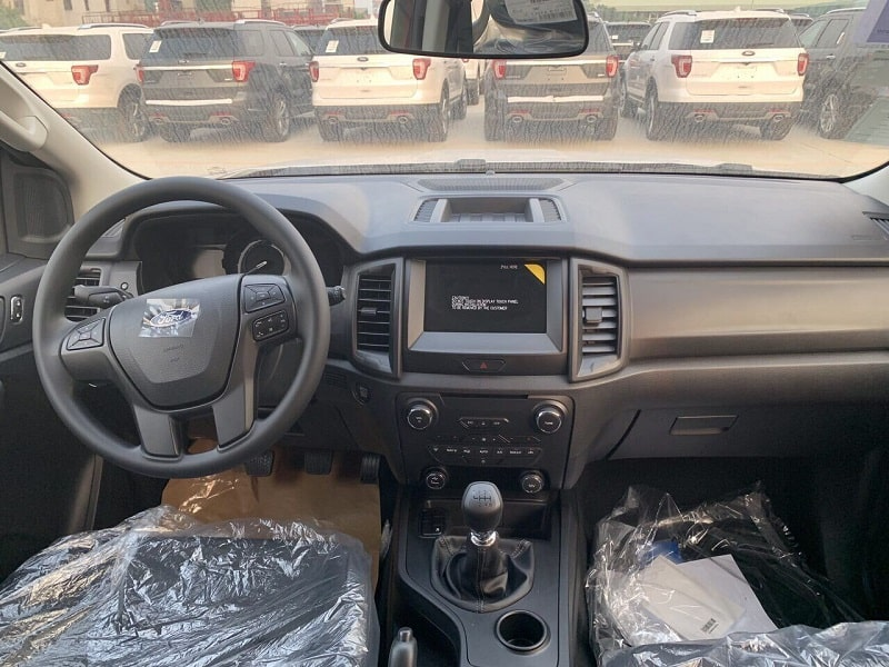 noi that ford everest ambiente so san 2019 - Mua xe 7 chỗ chạy dịch vụ: Chọn Everest Ambiente MT hay Fortuner số sàn?