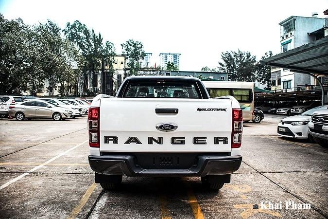 duoi xe ranger - So sánh Toyota Hilux và Ford Ranger 2021