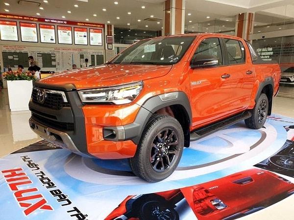 gia xe toyota hilux 2021 - So sánh Toyota Hilux và Ford Ranger 2021